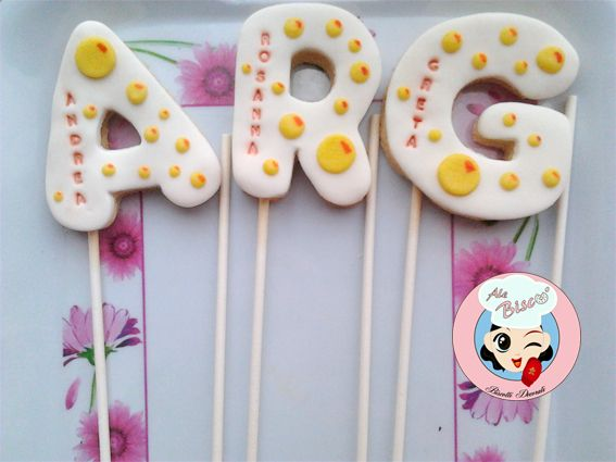 Biscotto per un dolce compleanno #birthdaycookie #cakedesign #fondant #cookies