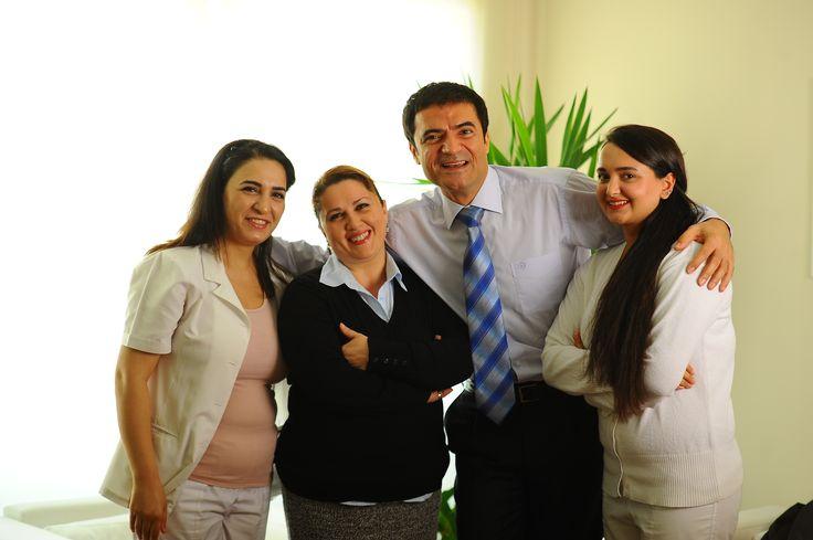 Doç. Dr. Serkan Yıldırım'ın estetik cerrahi bilimi ile estetik felsefesini bir araya getirerek sunduğu cerrahi deneyimi ve alanında uzman estetisyenlerin uygulamalarıyla profesyonel bir ekip, profesyonel bir hizmet anlayışı sunuluyor.