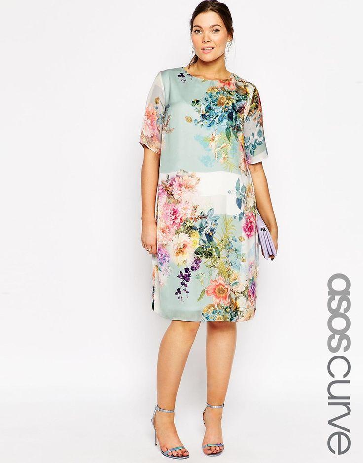 Imagen 1 de Vestido estilo camiseta con estampado floral SALON de ASOS CURVE