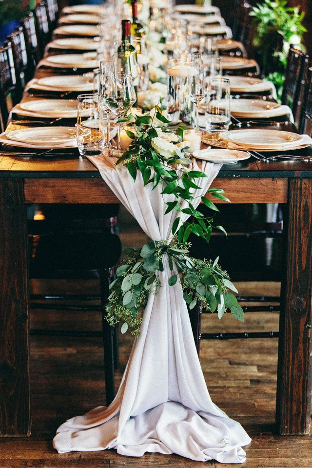 i like the way the greenery ties the linens. never see this before- Dana