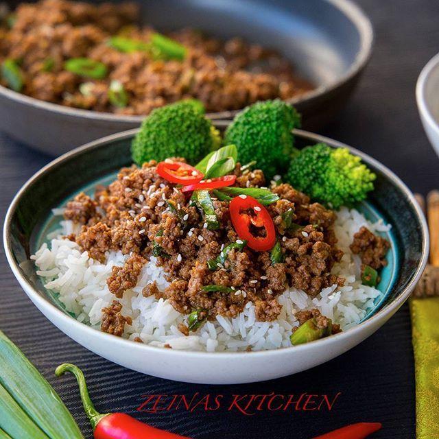 Koreansk färs serverad med ris. En RIKTIGT god rätt som du enkelt slänger ihop på max 30 min. Lika god att tillagas med kött- eller veggofärs. Recept hittar du i länken i min profil➡@zeinaskitchen