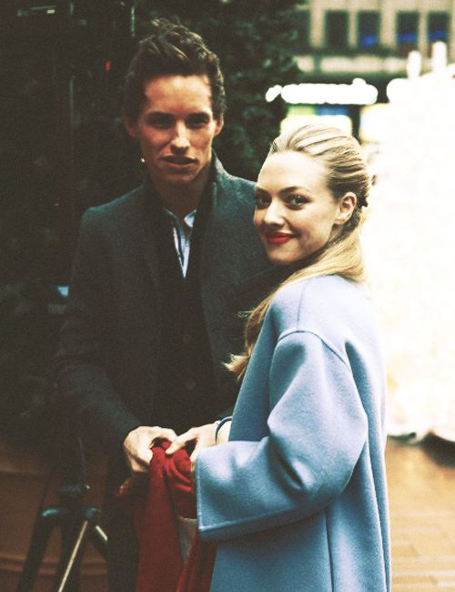 Eddie Redmayne and Amanda Seyfried. Her coat! Her lips and her scarf!!! They're perfect!