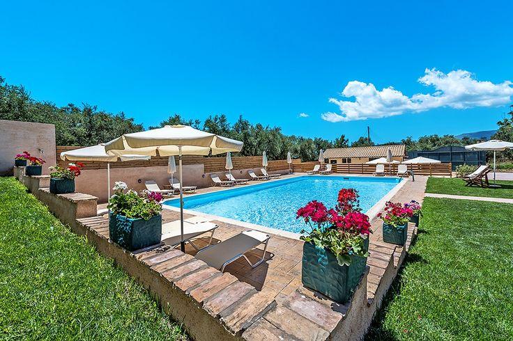 Description: Verzorgd kleinschalig familiecomplex verscholen tussen de olijfbomen met zwembad en legio mogelijkheden in de buurt   Gezellig logeeradres met zwembad en verzorgde tuin Wanneer je wellicht een beetje moe van de reis bij Dolce Vita Residence aankomt rijden verdwijnt al je stress als vanzelf. De rust en de gezellige en ontspannen sfeer is overal voelbaar. Met in totaal slechts 12 kamers kun je je wel voorstellen dat het zwembad nooit overvol zal zijn en dat er daar altijd wel een…
