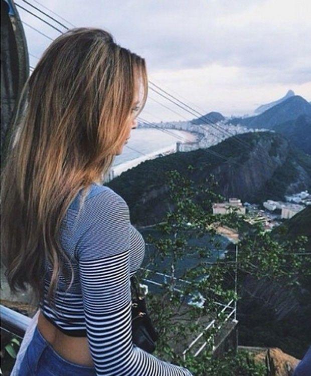 Mandy Capristo.Namorada de Ozil faz passeio turístico no Rio de Janeiro Mandy Capristo mostrou uma foto de sua visita ao Pão de Açúcar (Foto: Reprodução/Instagram)