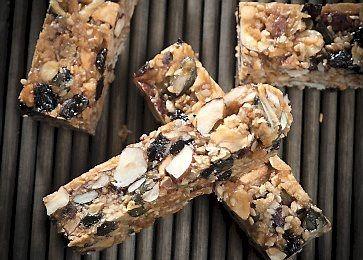 Slankende opskrift på myslibar | Slankeklubbens opskrift på myslibar med nødder, tørret frugt og kokosmel