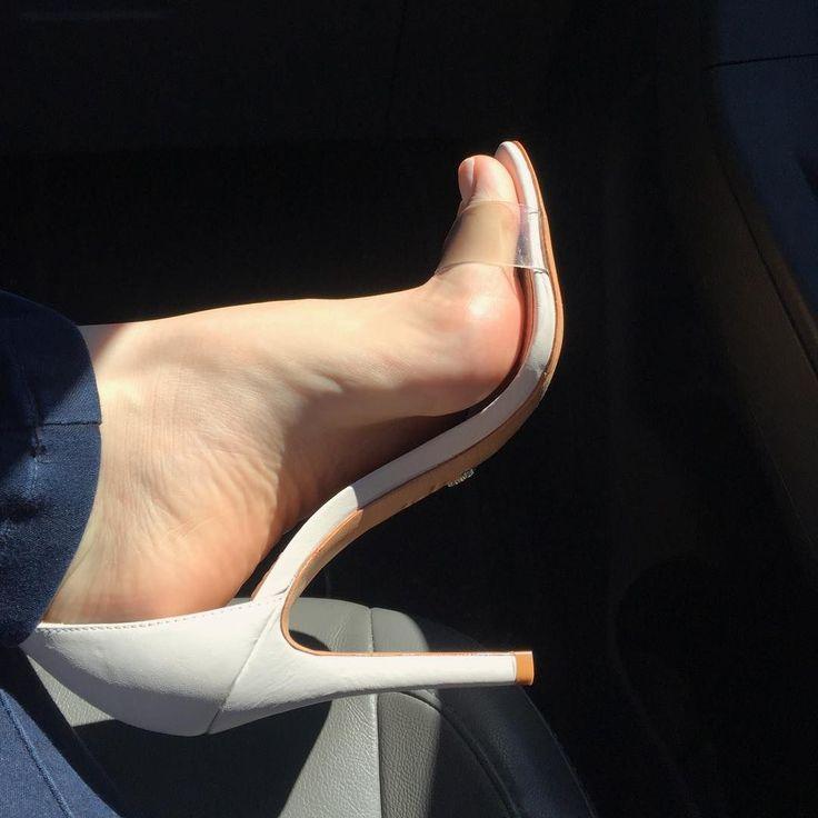 "1,469 Likes, 63 Comments - Dani Feet  (@dani_feet) on Instagram: ""Bom dia queridos!!!! ☀️"" #anklestrapsheelsclosedtoe"