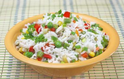 Un piatto semplice e veloce che si adatta ad ogni periodo dell'anno in base alle verdure di stagione. Il risotto all'ortolana è un piatto che può essere assaporato caldo o freddo e che può fungere da primo piatto, da piatto unico oppure da originale contono, magari ad una ricetta asiatica come il pollo al curry