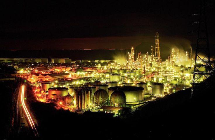 憧れの工場夜景 . . 横の鉄道がお気に入り(o) . 自然縛りしようと思ってたけど出し惜しみせずにw . 今日帰ったらアドベンチャーワールドで撮ったパンダの現像するのめっちゃ楽しみー . . #japan_night_view #igersjp #japan #ig_worldclub #loves_NIPPON  #team_jp_ #team_jp_西(和歌山) #team_jp_skyart #ig_japan #igs_asia #wow_nihon #wu_asia #wu_japan  #igs_world  #ig_global_life #top_pointofview #as_archive #写真好きな人と繋がりたい #東京カメラ部 #工場 #factory #夜景 #工場夜景 #東燃ゼネラル石油 by k0ch1