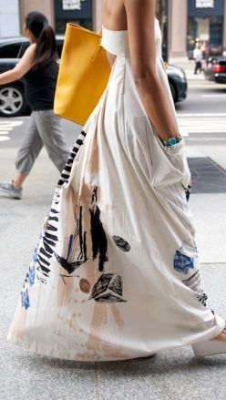 I LOVE this dress! Wish I could get a better view. Summer chic in NYC. ::M: