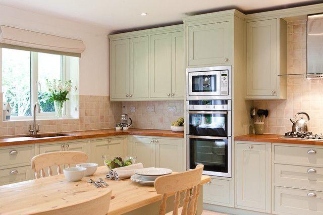Шкафы для кухни (55 фото): функциональные, вместительные, стильные http://happymodern.ru/shkafy-dlya-kuxni-55-foto-funkcionalnye-vmestitelnye-stilnye/ Шкаф-пенал удобное решения для расположения различной кухонной техники