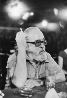 """""""A vida é a arte do encontro, embora haja tanto desencontro pela vida"""". Vinícius de Moraes - Foto: Chico Nelson, 1977"""
