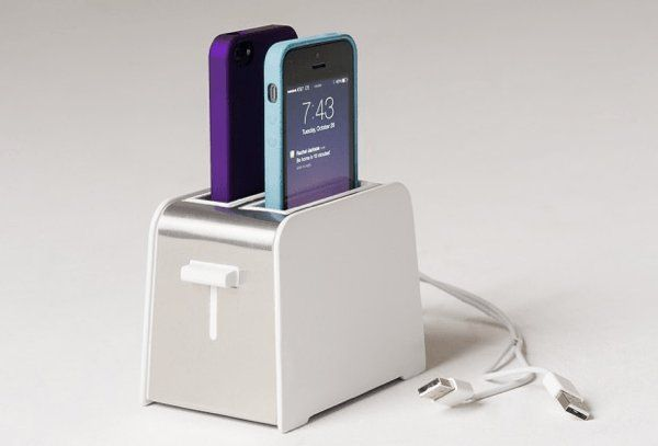 トースターみたい!キッチン使いに便利なかわいいiPhone用ドック – Foaster