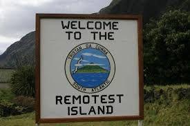 Welcome to the Tristan da Cunha | Remotest Island | A ilha de Tristão da Cunha está situada no Atlântico sul, a mais de 2 800 milhas náuticas a nordeste do cabo da Boa Esperança. É de origem vulcânica (como as outras ilhas do arquipélago) e tem uma superfície de 207 km2. A sua população é de, apenas, 270 habitantes, comunidade humana que é considerada a mais isolada do planeta