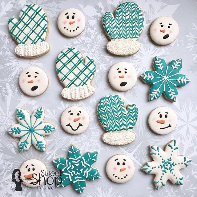 Brrrrr it is cold outside here how about where you are??? Winter cookies fit right in. . ❄️ . ❄️ #sweetshopnatalie #slcutah #decoratedsugarcookies #sugarcookies #snowflake #mittens #snowman #christmascookies #cookiesofinstagram #edibleart