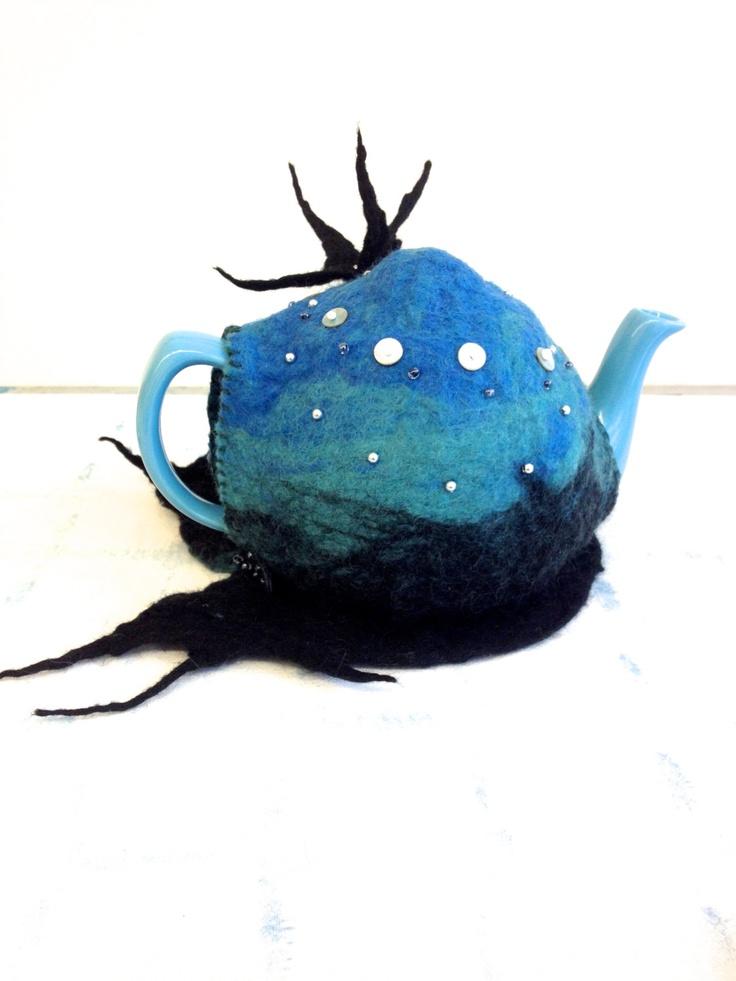 Aquatic Fascinating teacosy and teapot.