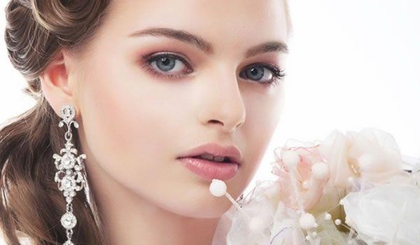 Veja tudo sobre uma maquiagem delicada e sutil para noivas, com dicas e fotos