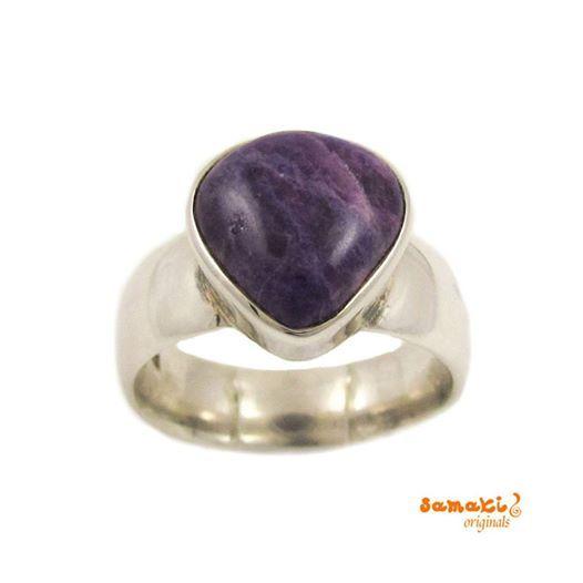 Neu von samaki originals: Sugilith Edelstein Ring, Größe 57, lila  zum Artikel im Onlineshop: http://www.samakishop.com/Sugilith-Edelstein-Ring-Groesse-57-lila  #Sugilith hilft bei Abhängigkeitsproblemen, wirkt kräftigend und befreiend.  #samaki #edelsteinring #ring #edelstein #engelrufer #engelsrufer #mallorca