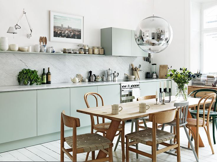 Stylistens hem med det helt perfekta köket colorful kitchen cabinetskitchen ideaskitchen