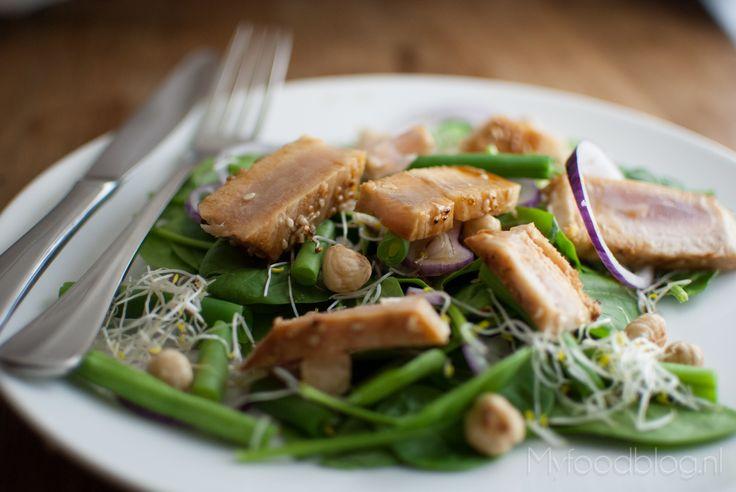 Salade met verse gegrilde tonijn   salad with fresh grilled tuna steak, super healthy and very yummy!