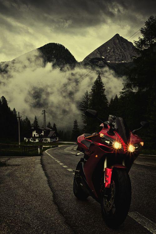 #Yamaha #R1 Source: encor3