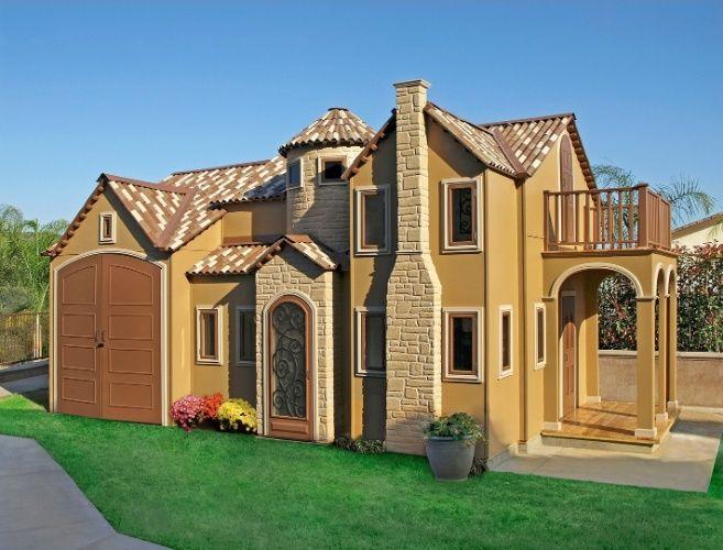 """A empresa norte-americana Lilliput Play Homes (www.lilliputplayhomes.com) é especializada no design e construção de casas de bonecas. O cliente pode optar por """"imóveis"""" prontos, que custam até US$ 20 mil, o que corresponde a cerca de R$ 77 mil, ou investir em uma residência personalizada como esta Country Cabin (foto), instalada no jardim de uma casa em La Verne, na Califórnia (EUA). A empresa não revela os valores dos projetos """"únicos"""", mas informa que os preços chegam a US$ 75 mil, o…"""