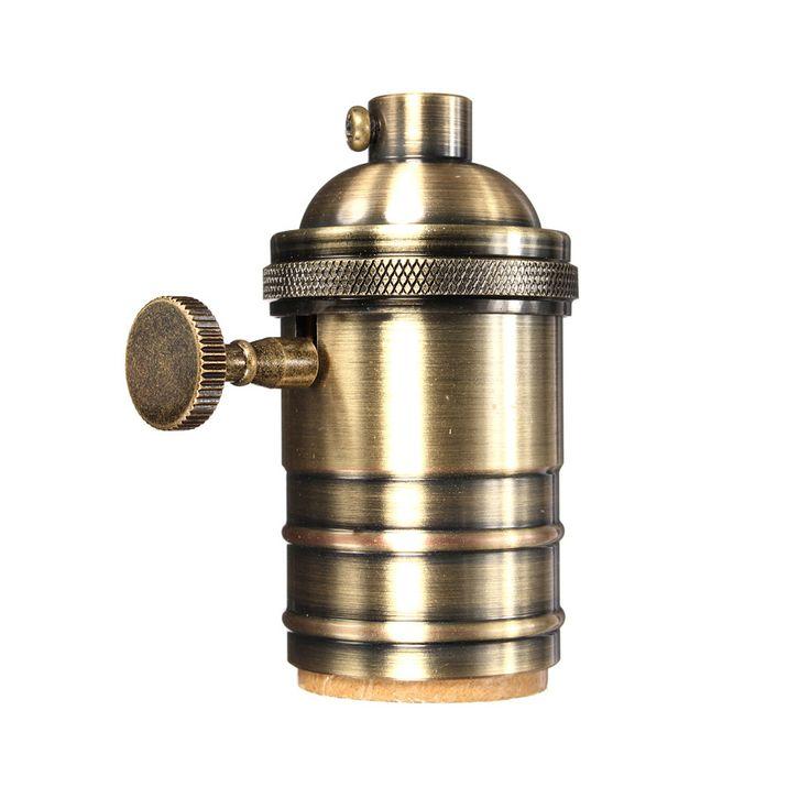 Masívnaantickáobjímka na žiarovky s päticou E27obsahuje elegantný a praktický spínač na zapínanie a vypínanie osvetlenia.