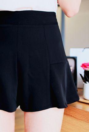 Today's Hot Pick :キリカエペプラムキュロット【MARLANG ROUGE】 http://fashionstylep.com/P0000LDG/marlangrouge/out すっきりキレイなシルエットのキュロットです。 切り替えからのフレアラインが上品な仕上がりです。 可愛い雰囲気たっぷりのデザインですが、大人な色使いで押さえ甘すぎず。 サイドファスナーの開閉で、穿き脱ぎも楽にできます。 フリルボトムなので、上半身はのっぺりしたトップスや 女性らしさをアピールできるブラウスなどがおすすめです。 ◆3色: アイボリー,ブルー,ブラック