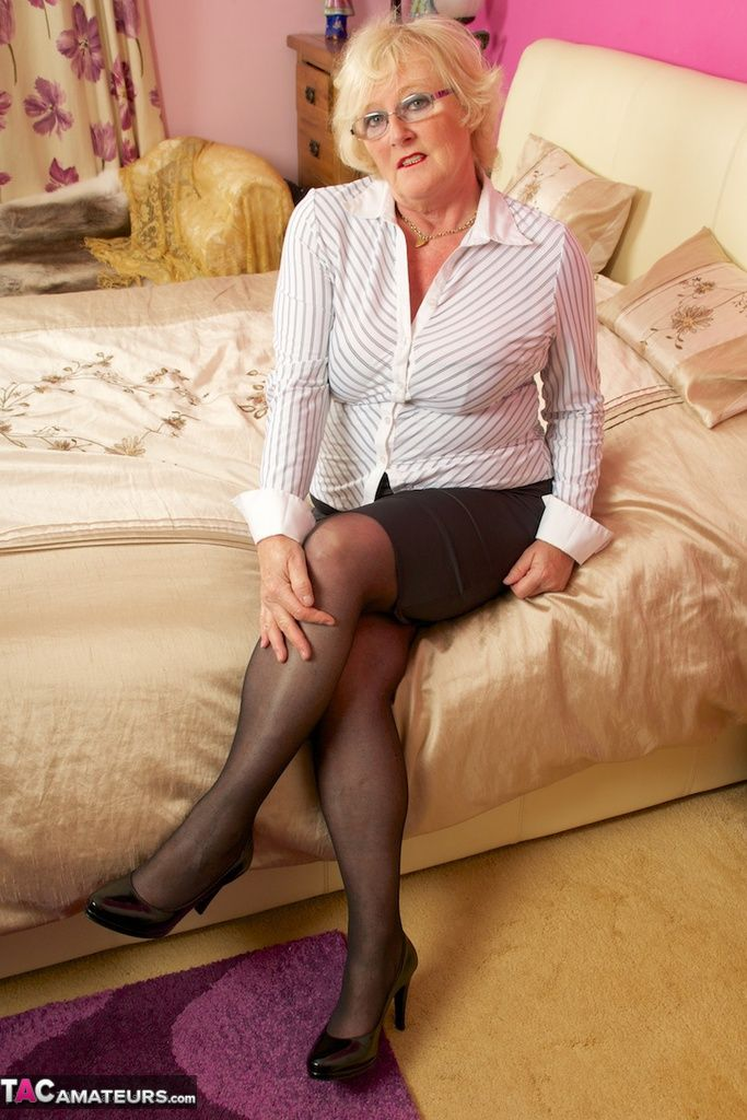 Pin By Vicky Harker On Mature Ladies  Older Women, Sexy