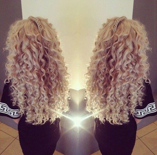 Love the curls!!!! Don't like the weird braid on top of her head tho! Lol