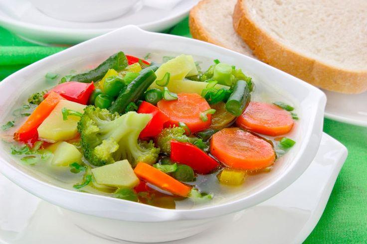 Весенняя коллекция: 7 вкусных супов из сезонных продуктов Природа уже начала понемногу баловать нас полезными дарами. На наших столах появляются любимые свежие овощи, которых так не хватало зимой. Лучшее, что можно приготовить из них для всей семьи, — весенние супы, рецепты которых мы и обсудим. #едимдома #готовимдома #суп #весна #овощи #кулинария #домашняяеда