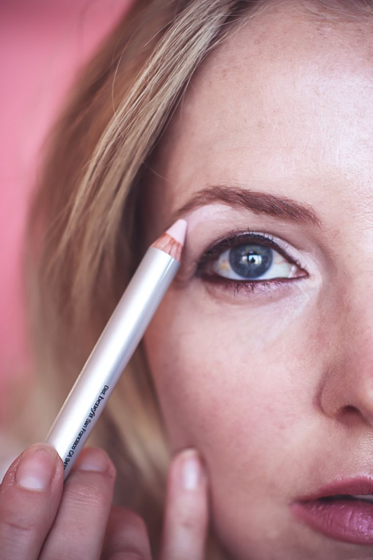 Holiday makeup gift sets, featuring benefit cosmetics from Ulta, eyebrow highlighter, from brownanza gift set, reviewed by beauty blogger over 40, Erin Busbee of Busbee Style