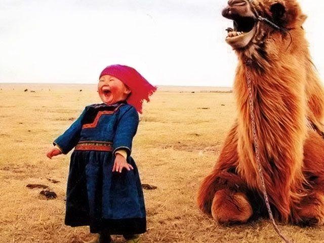 Μαντέψτε τι μέρα είναι σήμερα! Ας γιορτάσουμε! Έχετε τίποτα να μοιραστείτε για να μας κάνετε να γελάσουμε; Global Belly Laugh Day!!