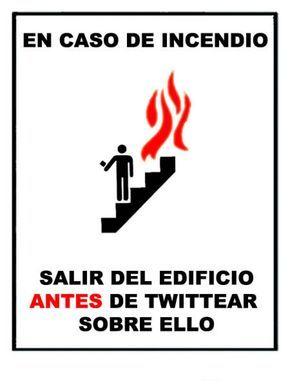Nuevas instrucciones de emergencia. Más en http://www.lasfotosmasgraciosas.com/carteles.html