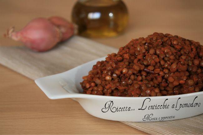"""La""""Ricetta Lenticchie al pomodoro"""" è un contorno tradizionale, che viene servito a capodanno con il cotechino, la lenticchia infatti è di buon auspicio...."""