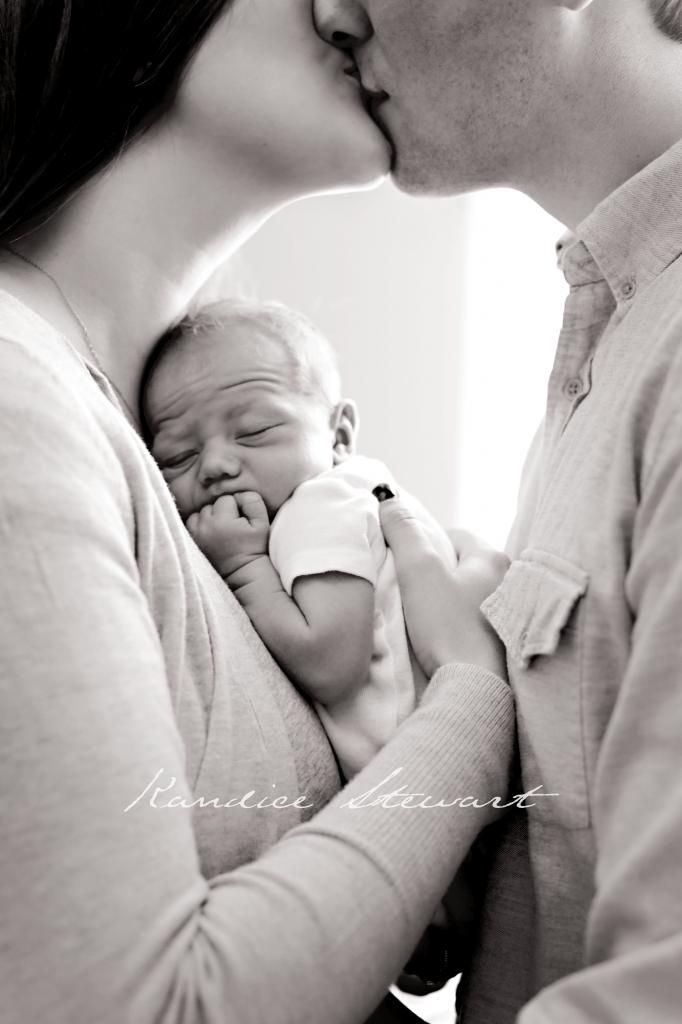 Kandice Stewart Photography. Lifestyle newborn photography.