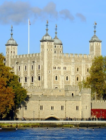 "Tower of London  This iconic tower is reportedly ""England's most haunted building."" People claim to have seen the ghosts of Anne Boleyn and Lady Jane Grey roaming these historic halls, and a guard is rumored to have died of fright in 1816 after seeing an apparation of a bear coming closer to him."