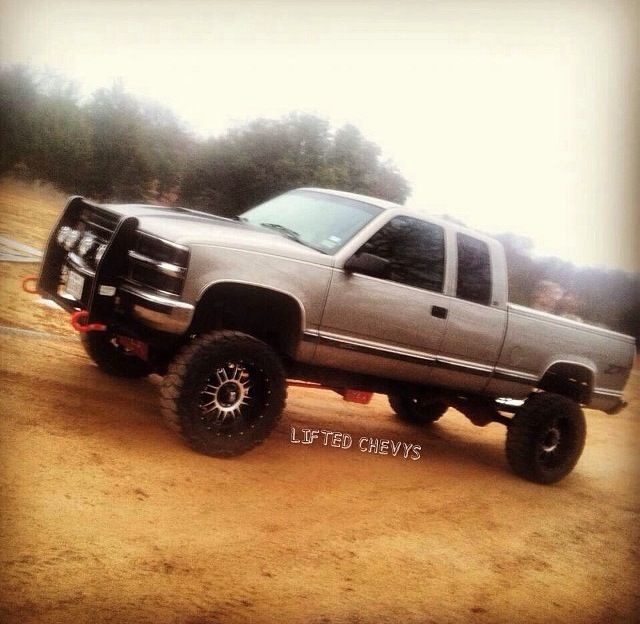 1998 Chevy 1500 6in RCX lift 3in body 20in XDS with 35in nitto mud grapplers