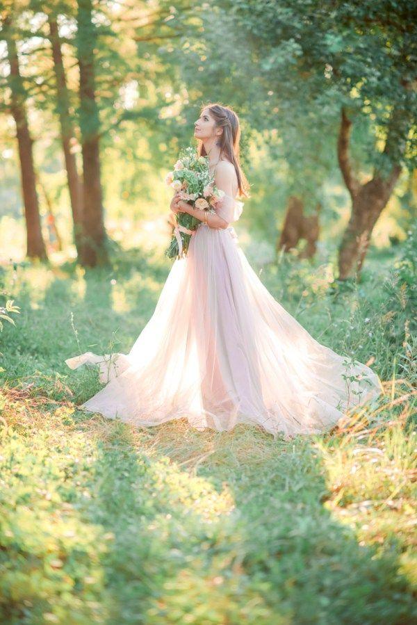 """Сегодня в рубрике """"Мнение"""" дизайнер свадебных платьев Ангелина Андросова расскажет нам об оттенках в свадебных платьях, цветотипах и гармонии образа невесты."""