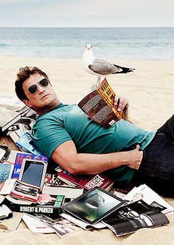 Nathan Fillion, Books, and the Beach. *swoon* <3
