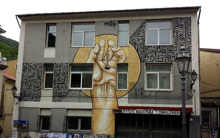 #Muraledello street artist romano #Mr.Klevra all'Istituto Magistrale T. Confalonieri di #Campagna (#Salerno)