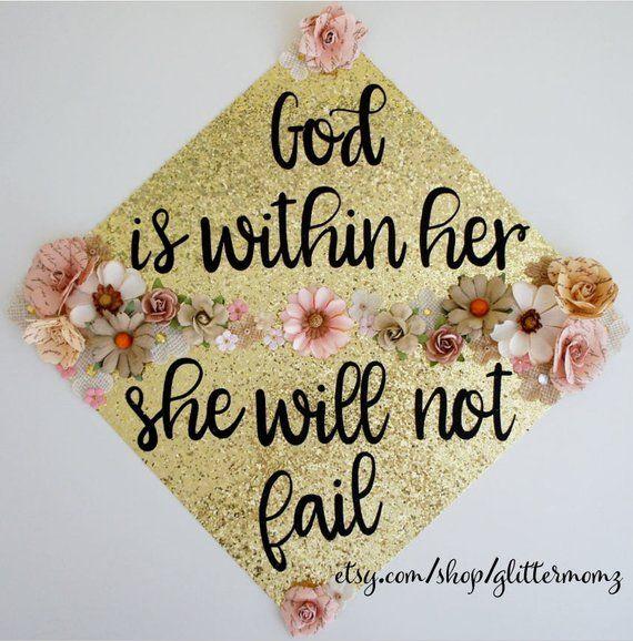 Gott ist in ihr Sie wird nicht scheitern Graduation Cap Topper mit Blumen! Fertigen Sie für Farben und Sprichwort-Abschluss-Kappen-Deckel-Dekoration besonders an