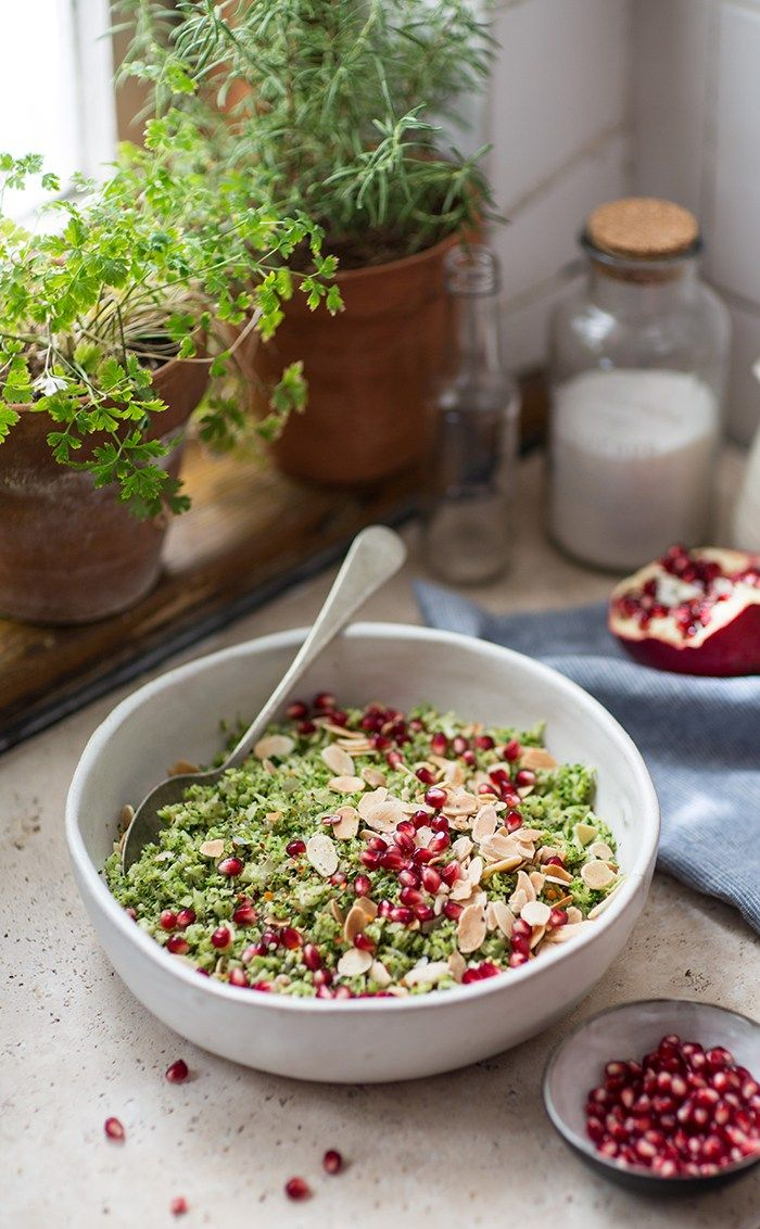 A super easy and delicious recipe for broccoli pilaf with pomegranate and almonds