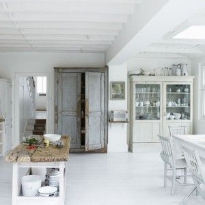Love the white shappy-chik feel. The texture of the wooden table top becomes the feature of the room.