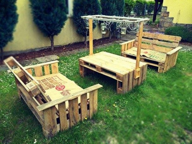 This is a nice set of Pallet wooden garden couch with two pieces of dual seater and a table.  This table is broad and durable. It has also shelves from both sides to save some stuff in that place. This nice wooden pallet table has stands on both side and attached with a border which holds wire and lights.