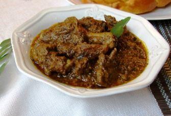 Eend (doks Surinaamse benaming) bereiden doen de meeste mensen niet zo vaak naar mijn mening. Echter in de Surinaams Hindoestaanse keuken gebruikt men wel vaak een en dan bereid in masala. Hieronder weer een heerlijk recept.  Benodigdheden: - 1,5 kilogram Doks (eend) - 2 uien - 8 teentjes knoflook - 3 eetlepels…