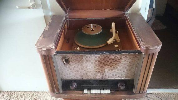Bekijk dit items in mijn Etsy shop https://www.etsy.com/nl/listing/285441585/sbr-rp-44-vintage-tube-radio-with