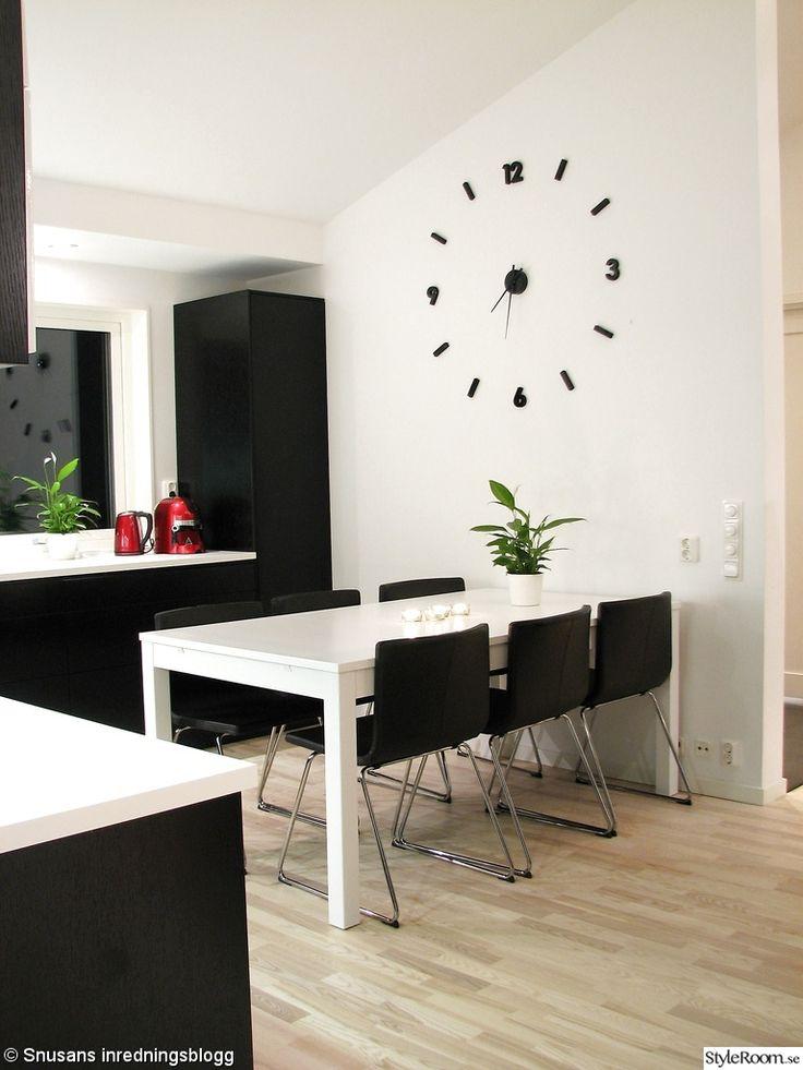 kök,svart,vitt,väggklocka,ikea,ballingslöv,matbord,BJURSTA,stol,bernhard