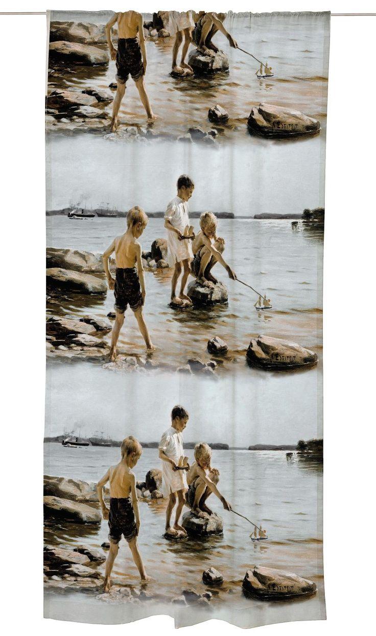 Leikkiviä poikia rannalla valmisverho - Verhot - Vallila