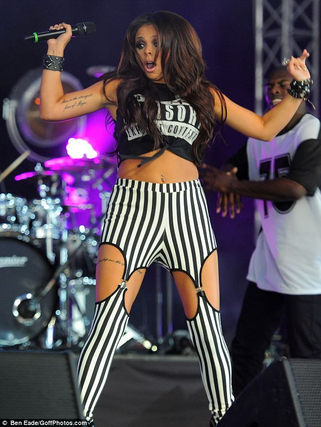 "Because I don't want to be ""skinny,"" or ""thin,"" I just want a tummy that's flat. Flat enough to wear crop tops.. and actually look good in. #JesyNelson #Fitspiration"