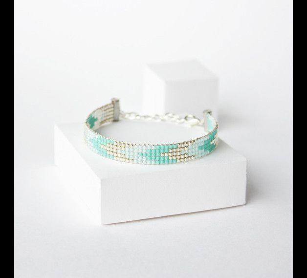 Bracelet tissé en perles #miyuki / #manchette tissé / Perles argentées en plaquées Argent 925  Bracelet 100% fait à la main en France !!  ► DESCRIPTION  Longueur du bracelet : entre 13 et 14 cm...